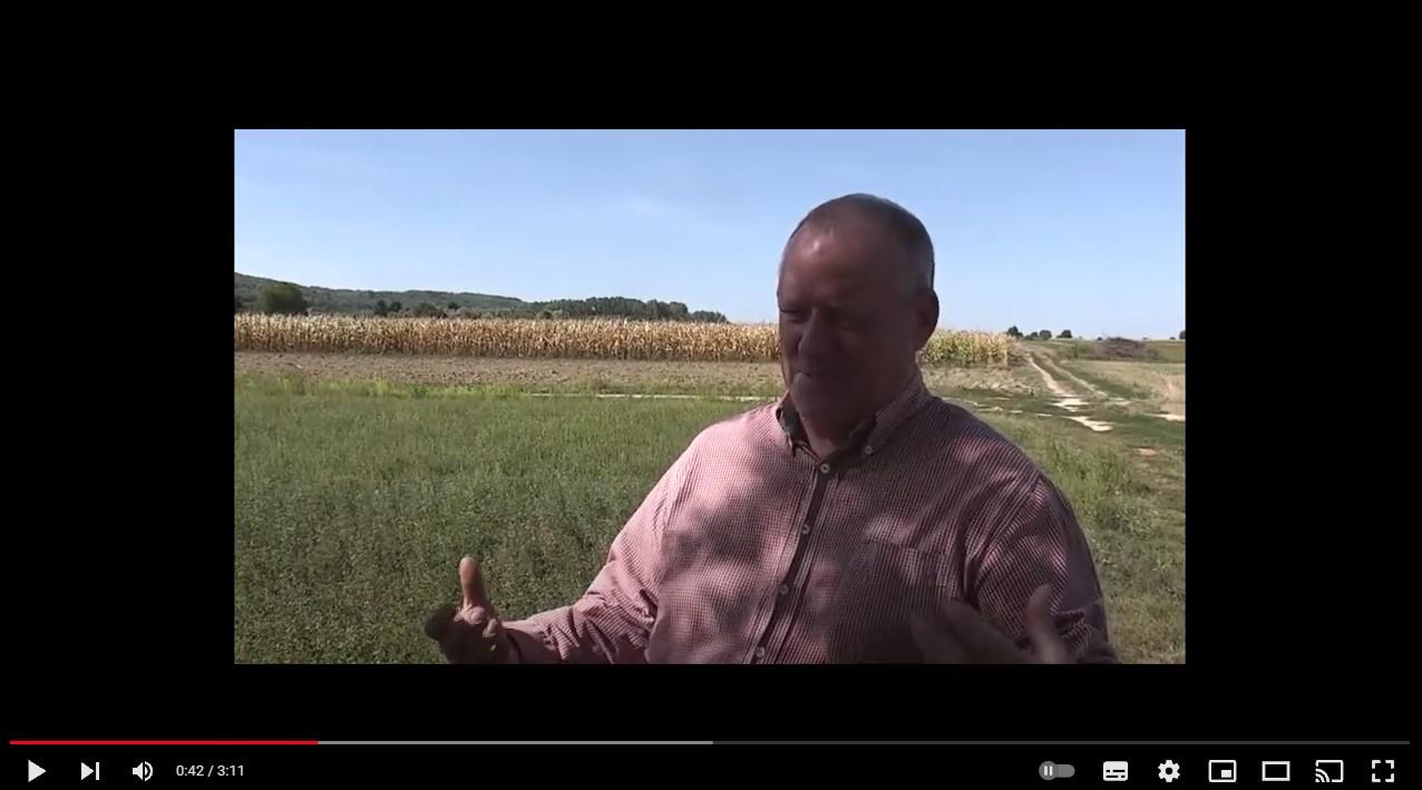 Video farmáře vpředu
